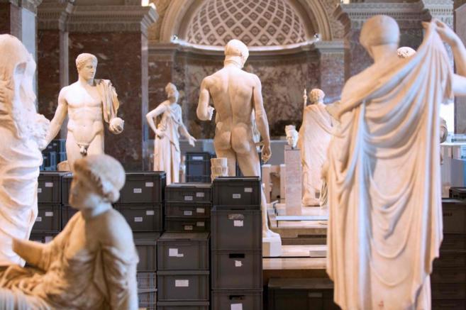 El Louvre, en estado de emergencia.