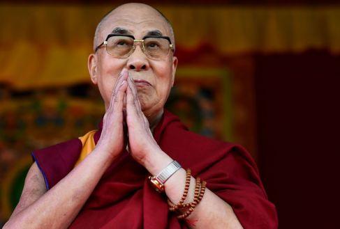 El Dalai Lama, dirigiendo la oración en Aldershot.
