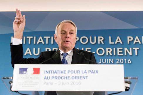 Jean Marc Ayrault, en París, tras la reunión por la paz en Oriente...