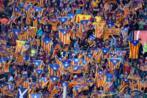 Aficionados del Barça mostrando esteladas