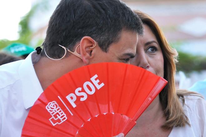 El líder del PSOE, Pedro Sánchez, ayer con la presidenta de la Junta...