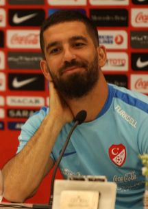 TURQUÍA. Arda Turan (29). Es el gran sex symbol del fútbol europeo....