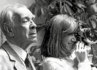 El escritor , con su esposa Maria Kodama.