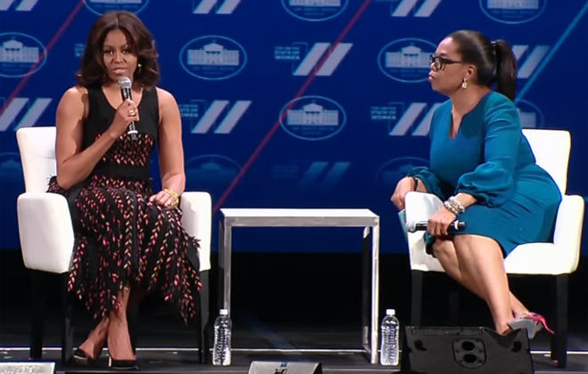 Un momento de la charla entre Michelle Obama y Oprah Winfrey en el...