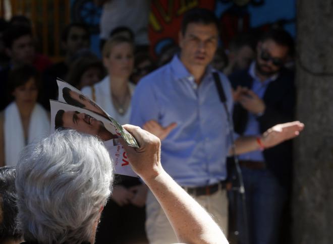 El candidato socialista a la presidencia del gobierno, Pedro Sánchez,...