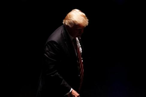 Donald Trump tras dirigirse a sus simpatizantes en un teatro de...