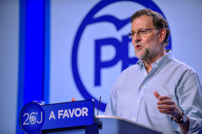 El presidente del Partido Popular, Mariano Rajoy, durante su...