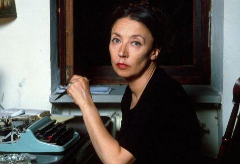 Oriana Fallaci, en el estudio de su casa en Lamole, en 1979.