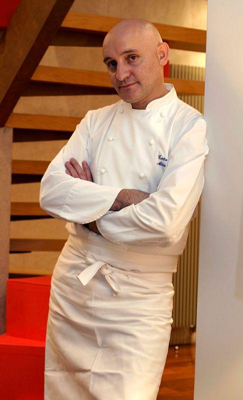 17. TOÑO PÉREZ. Cocinero. Ganador de dos estrellas Michelin, es el...