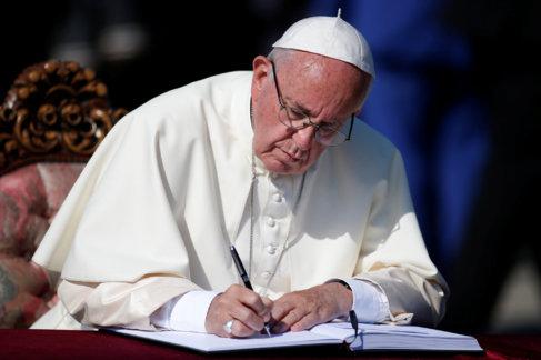 El Papa Francisco durante la ceremonia de recuerdo del genocidio...