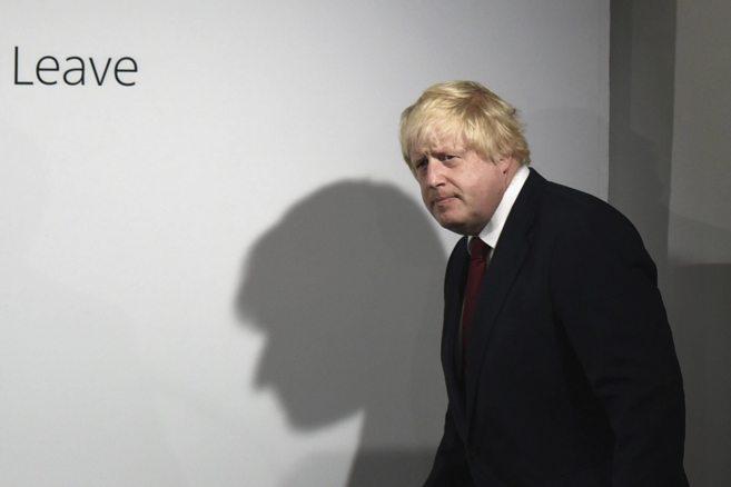 El ex alcalde de Londres y abanderado del Brexit, camino de una rueda...