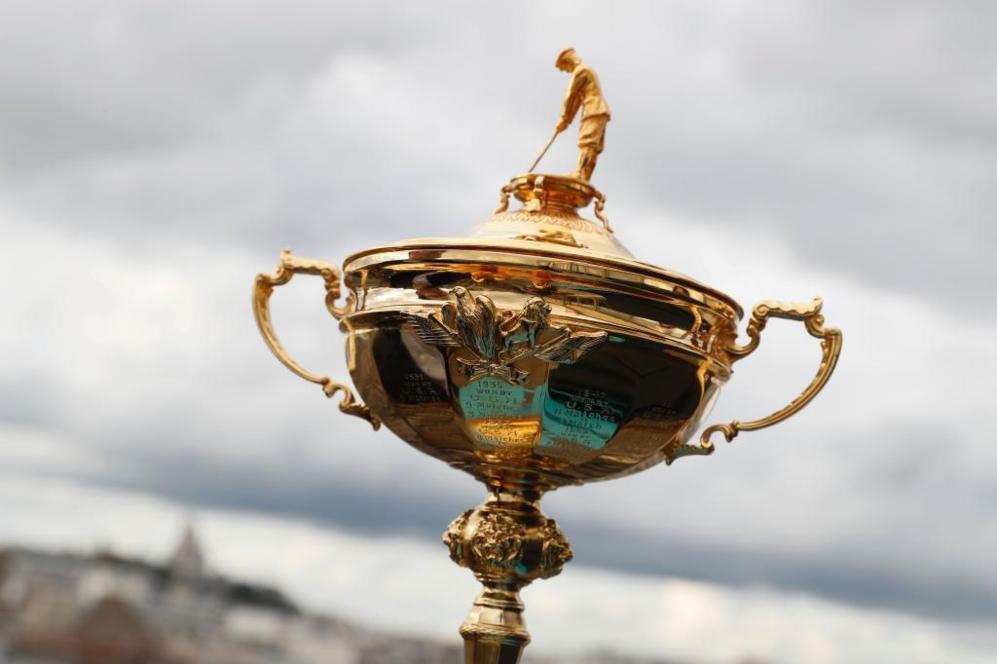 Instantánea del trofeo de la Copa Ryder en París.