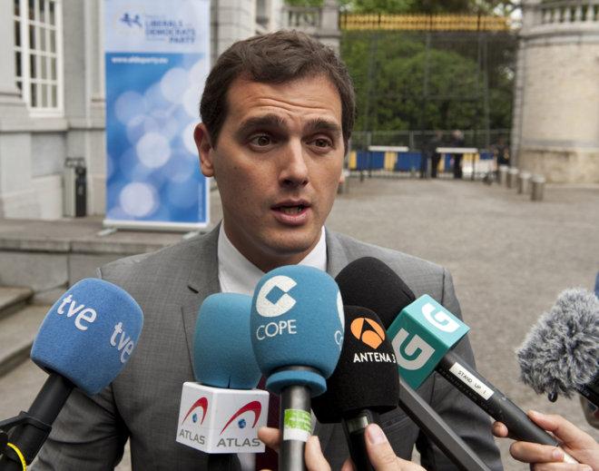 Albert Rivera a su llegada a la reunión de los liberales europeos.