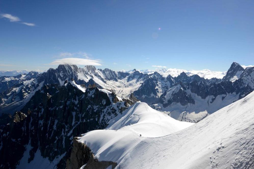 Pico del Mont-Blanc en la parte superior de la montaña Aiguille du...