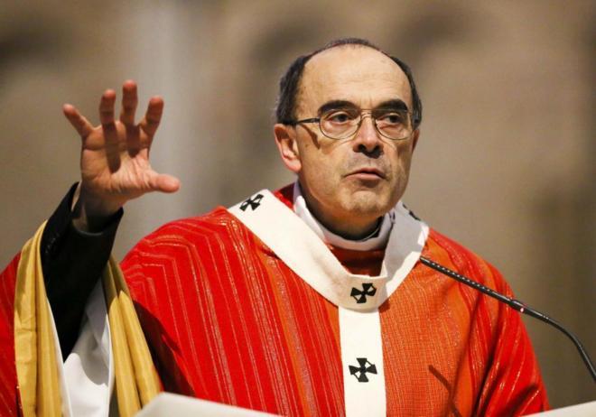 El cardenal de Lyon, Philippe Barbarin durante una misa.