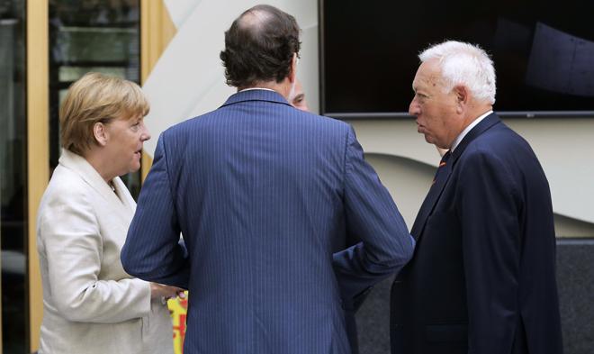 La canciller alemana, Angela Merkel, y Mariano Rajoy, el pasado año,...