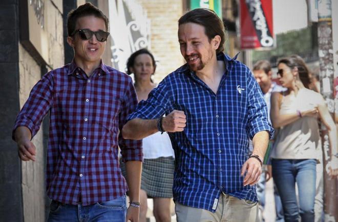 Los dirigentes de Podemos Íñigo Errejón y Pablo Iglesias, ayer,...
