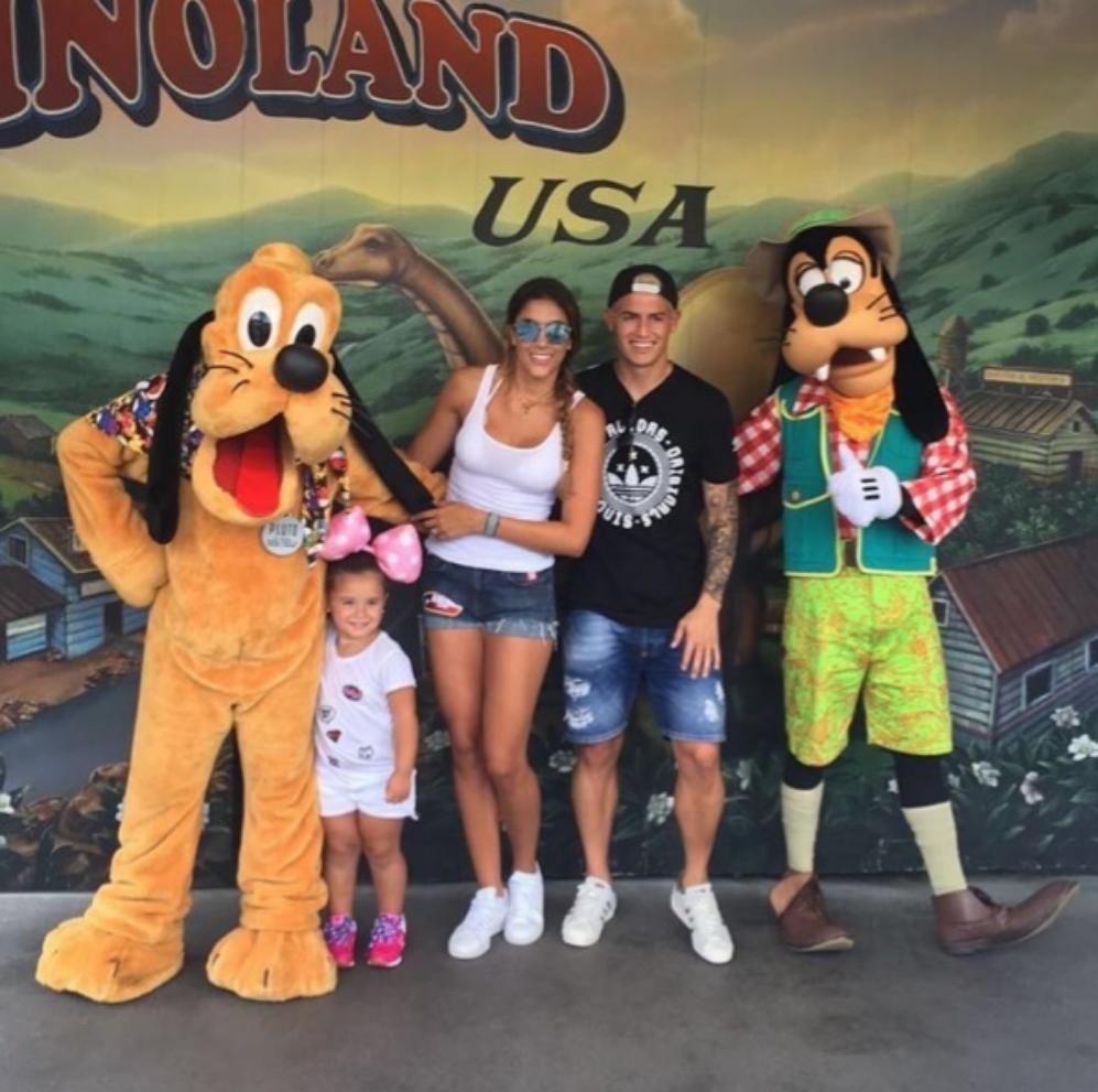 James Rodríguez desconecta del fútbol junto a su mujer y su hija en...