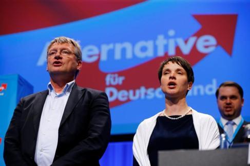 Jörg Meuthen (izq) y Frauke Petry durante el congreso de mayo de la...