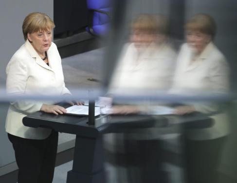 Angela Merkel durante su discurso en el Bundestag sobre la OTAN.