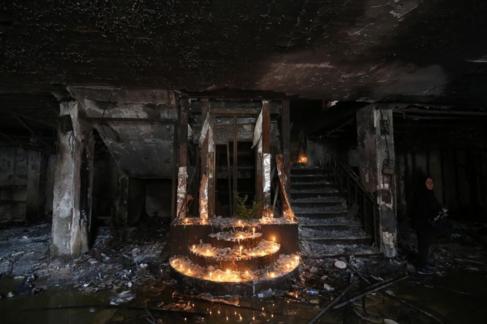 Un altar improvisado recuerda a las víctimas del 3 de julio en...