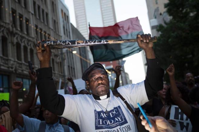 Protestas en Dallas por la muerte de dos afroamericanos.