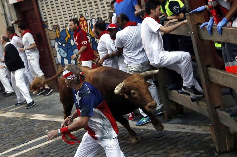 Un toro aislado ha causado terror en la calle Estafeta