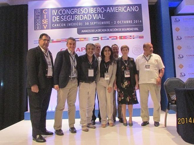 Francisco López Valdés (segundo por la izquierda), en el congreso de...