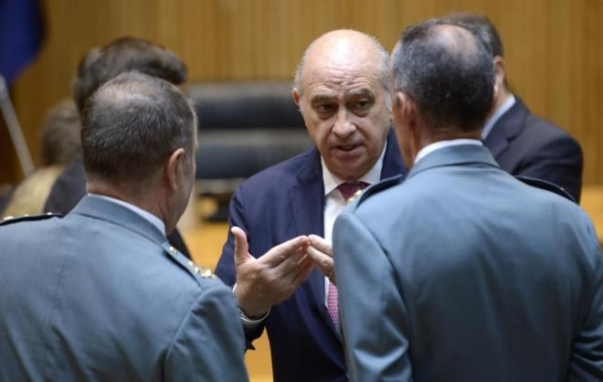 Jorge Fernando Díaz, con mandos de la Guardia Civil en un acto en...