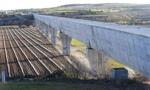El canal Segarra-Garrigues a su paso por Tàrrega, en una foto de...
