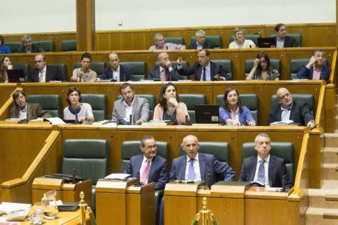 Parlamento Vasco durante el pleno de de este viernes.