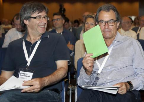 Carles Puigdemont y Artur Mas  durante una sesión del congreso