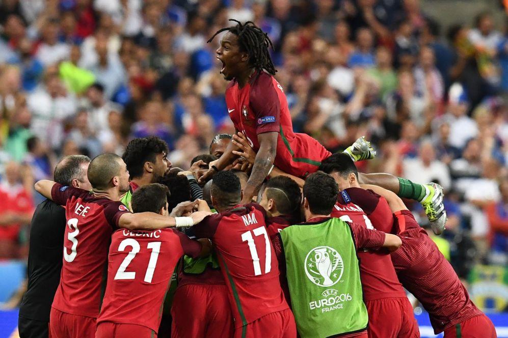 La selección portuguesa celebra el tanto de Éder.