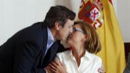 Rafael Hernando saluda a María Dolores de Cospedal el jueves en el...