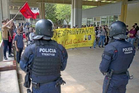Imagen de una protesta contra la carpa de Societat Civil Catalana dos...