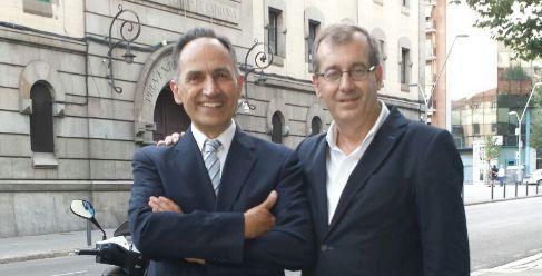 Varela tras salir de la Modelo junto a su abogado Luís José Gómez
