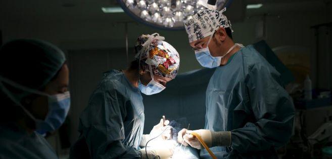Intervención quirúrgica en un hospital público de Madrid.