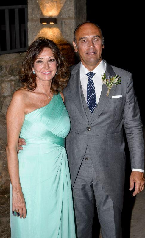 La madre del novio, Ana Rosa Quintana, y su marido Juan Muñoz