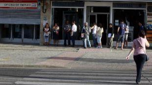 Oficina de Empleo de Santa Eugenia númerosas personas guardan colan...