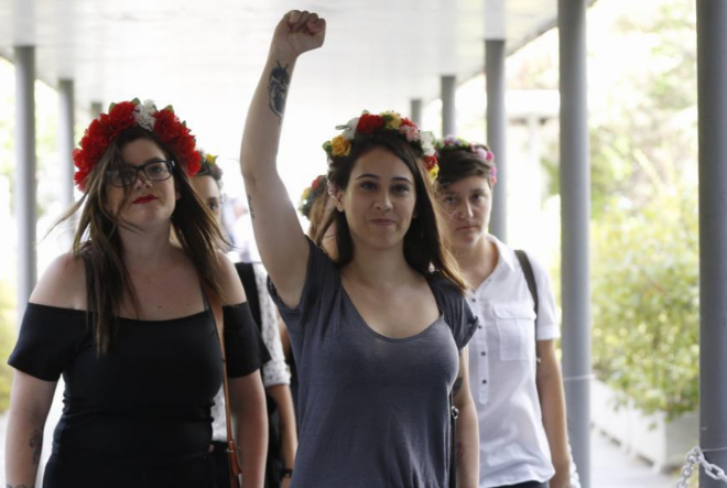 Las activistas de Femen a su llegada al juzgado.