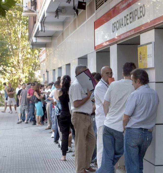 Cola de parados en una oficina del Servicio de Empleo de Madrid.