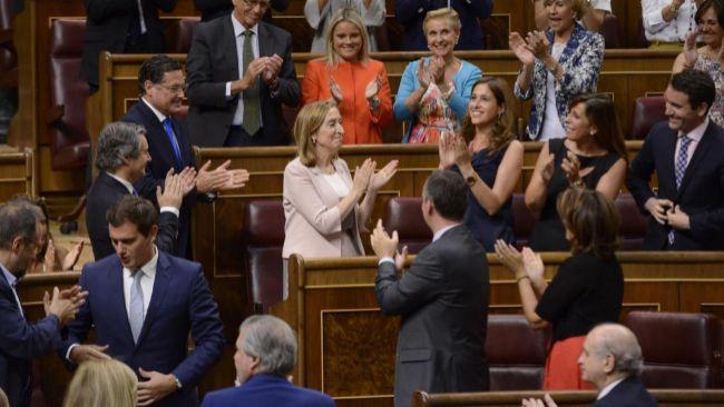 Ana Pastor, aplaudida tras ser elegida presidenta del Congreso.