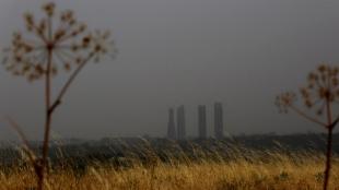 Vista del cielo nublado en Madrid, afectada por el polvo africano y...