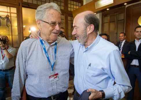 Santos Juliá y Alfredo Pérez Rubalcaba, en la UIMP.
