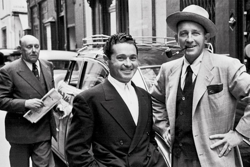 El cantante americano Bing Crosby junto a Canito recopilada en la obra...