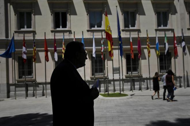 El portavoz de CDC en el Senado, Josep Lluís Cleries, ayer, tras...