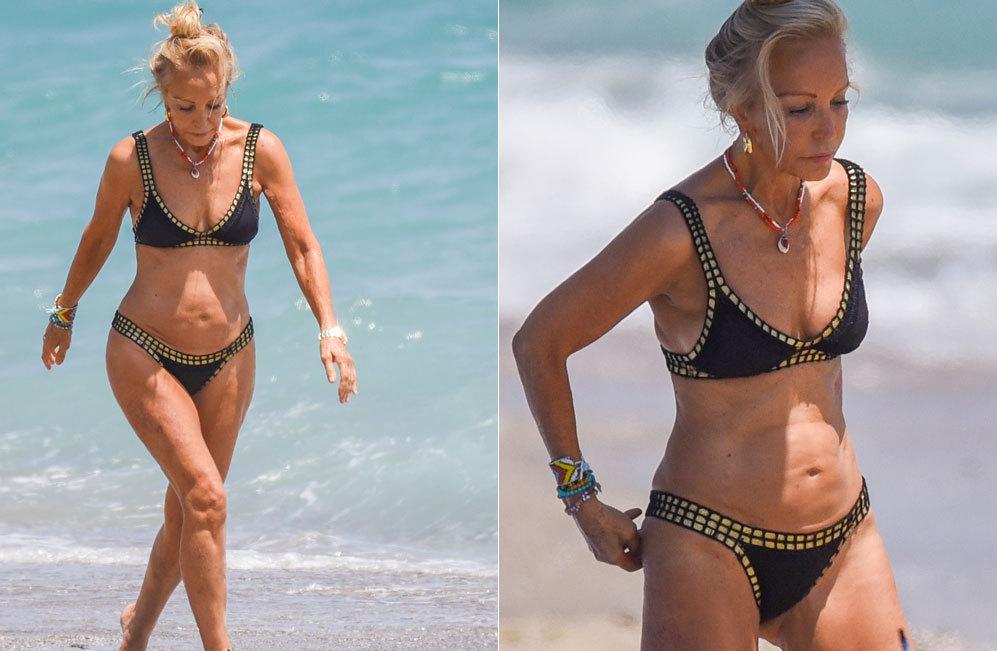 Carmen Lomana (68) fue vista ayer sola en una playa de Marbella,...
