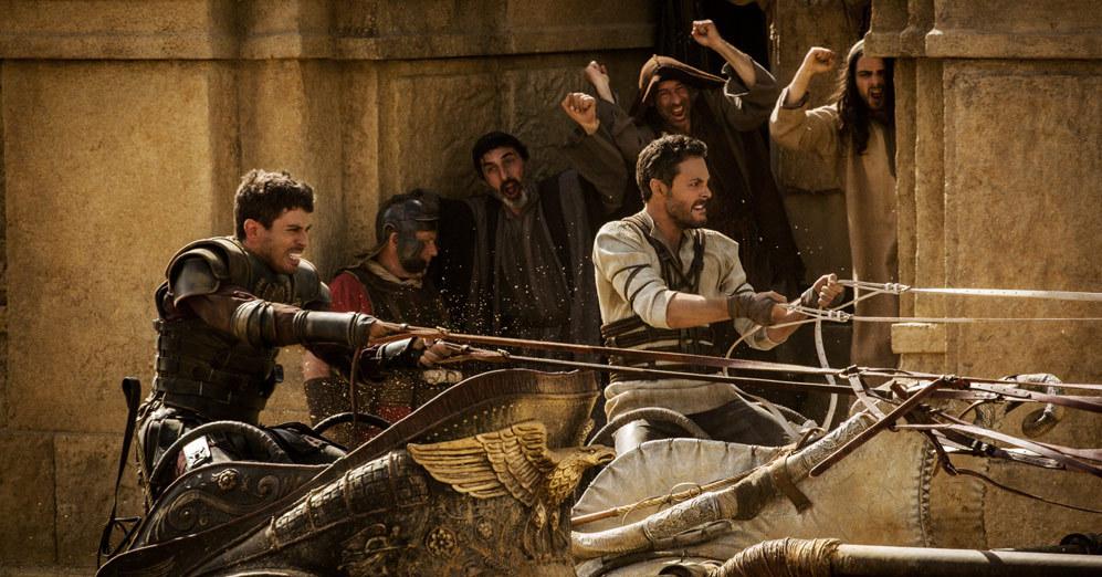 Toby Kebell (Messala) y Jack Huston (Ben-Hur), en una de las escenas...