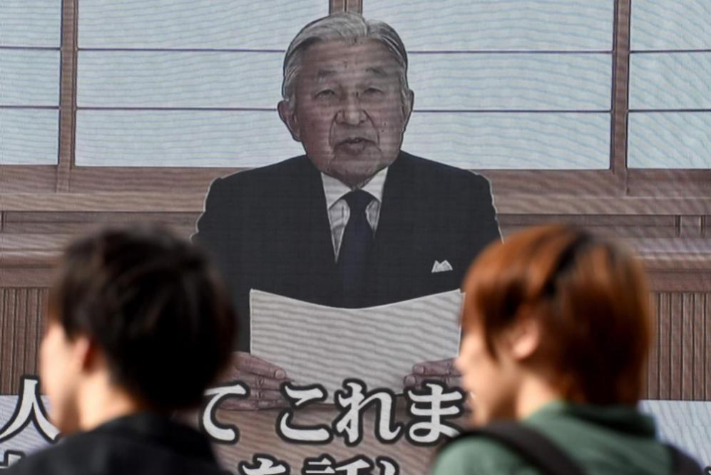 Akihito habló durante unos 10 minutos en un vídeo previamente...