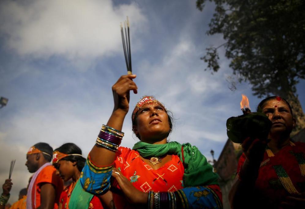 Peregrinos hindúes de Nepal , también conocidos como Bolboms , rezan...